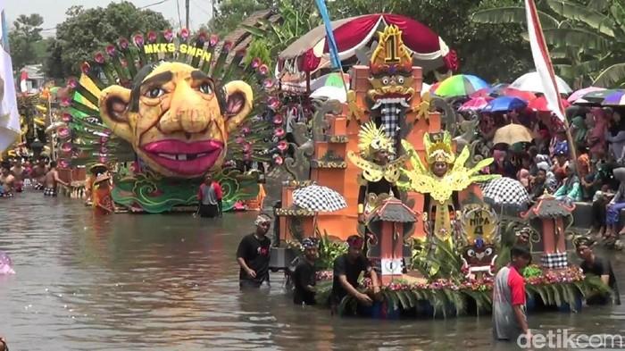Pasuruan Carnival On The River Usung (Foto: Muhajir Arifin)