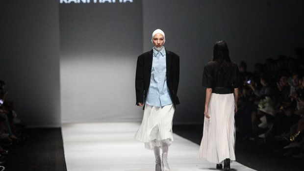 Rani Hatta Tampilkan Baju Hijab Perpaduan Feminim dan Maskulin yang Sporty