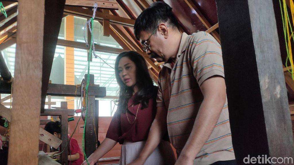 Tekad Djarot Saiful Hidayat dan Istri Promosikan Kain Ulos