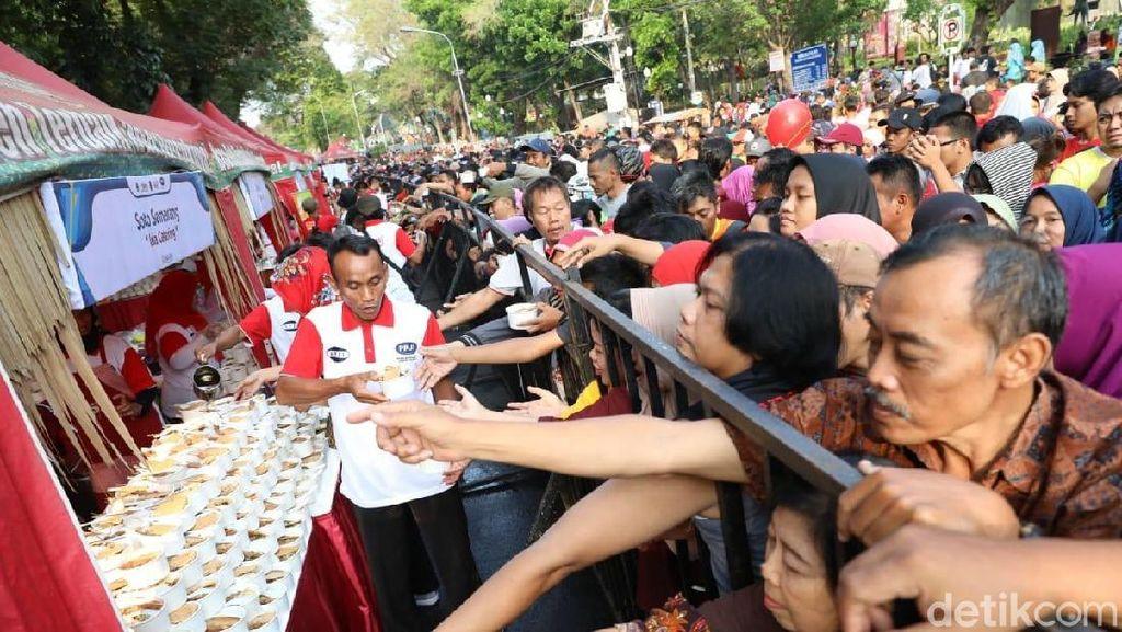18 Ribu Porsi Soto DIsajikan Ganjar Pranowo untuk Syukuran Presiden Jokowi