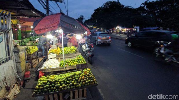 Curhat Warga Soal PKL di Kramat Jati: Jangankan Mobil, Orang Saja Susah Jalan!