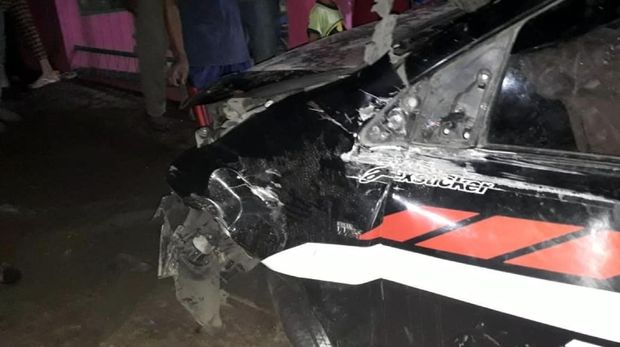 Mesin Mati Saat Lintasi Rel, Mobil di Cianjur Ringsek Tertabrak Kereta
