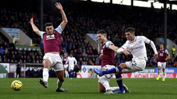 Christian Pulisic saat mencetak gol pertama ke gawang Burnley.
