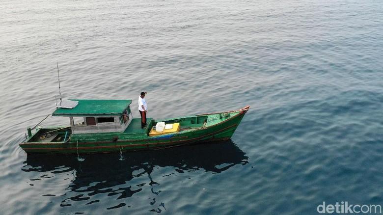 Melihat Nelayan Tradisional Mancing Ikan di Pulau Setanau