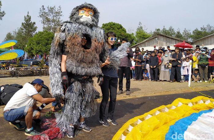 Festival Fly yang digelar di Kampung Toga, Sumedang, Jawa Barat, berlangsung meriah.