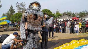 Pamer Kostum Nyentrik Peserta Festival Fly di Sumedang