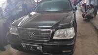 Toyota Crown Royal Saloon itu dibeli JK sejak 2003 lalu. JK membelinya dengan hasil sendiri, taksiran harganya Rp 75 juta.