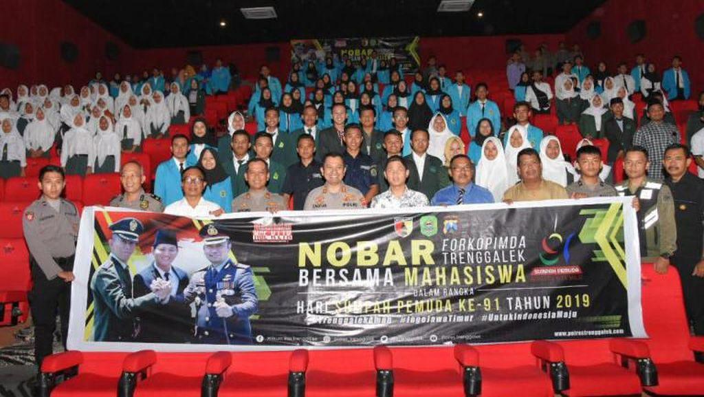 Hari Sumpah Pemuda, Polisi Trenggalek Ajak Pelajar Nobar Film Susi Susanti