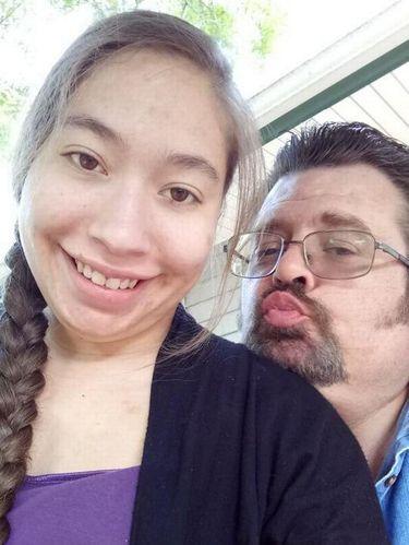Kisah Wanita Jatuh Cinta pada Bosnya yang Beda Usia 31 Tahun