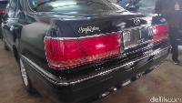 Melihat data dari Toyota Global, Toyota Crown Royal Saloon dibekali berkapasitas bulat 3.000 cc DOHC, 6 silinder segaris, dengan sistem transmisi transmisi ECT-i otomatis.