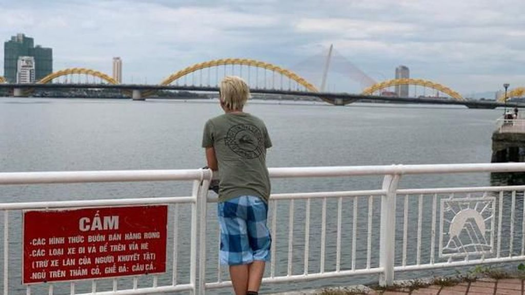 Lebih Dekat dengan Jembatan Naga dari Vietnam