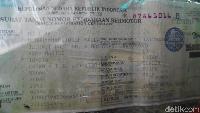 Berdasarkan Surat Tanda Nomor Kendaraan (STNK) kendaraan itu, terlihat tertera nama kendaraan masih tertera nama JK, dengan nama lengkap Muhammad Jusuf Kalla.