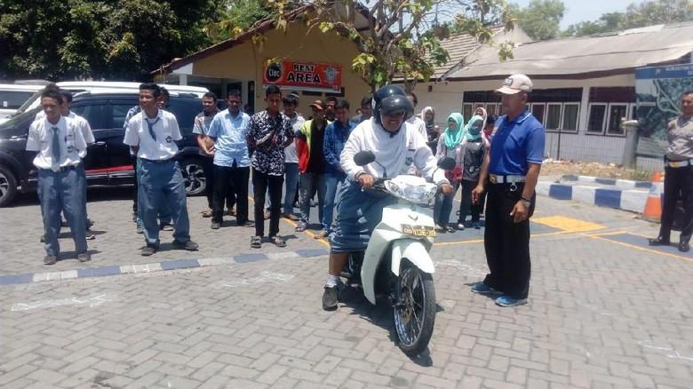 SIM D Gratis dari Polres Gresik untuk Siswa SLB di Hari Sumpah Pemuda