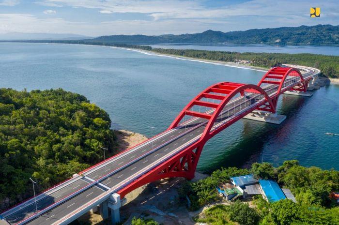 Jembatan Holtekamp berada di atas Teluk Youtefa, Kota Jayapura. Istimewa/Dok. Kementerian PUPR.