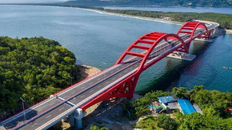 Jembatan Youtefa (sebelumnya disebut Jembatan Holtekamp) akhirnya diresmikan oleh Presiden Jokowi. Jembatan ini menjadi jembatan terpanjang di Indonesia Timur.