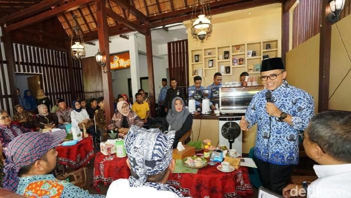 Bupati Anas Tularkan ilmu kewirausahaan (Foto: Ardian Fanani)