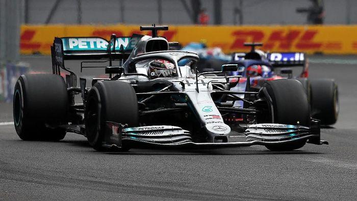 Lewis Hamilton menangi GP Meksiko dan selangkah menuju juara dunia F1 2019 (REUTERS/Carlos Jasso)