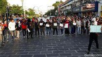 Aksi di Tugu Pal Putih Yogya, Massa Fokus Bikin Panggung Rakyat