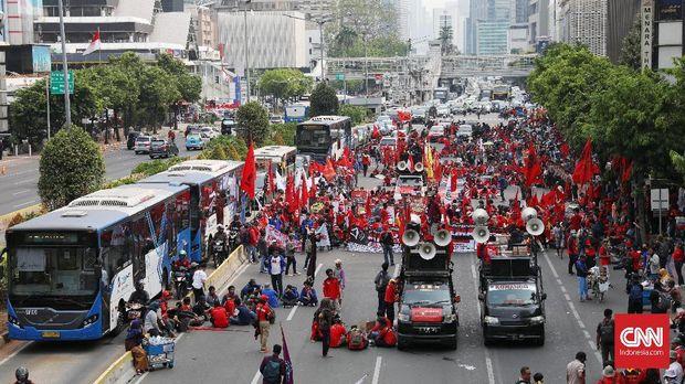 Massa Mahasiswa Maju ke Istana, Polisi Adang di Patung Kuda