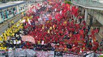 Demo di Jalan MH Thamrin, Massa Buruh Tolak Iuran BPJS Naik