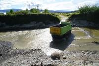 Ada titik-titik yang harus diwaspadai sopir maupun penumpang di Jalan Manokwari-Anggi. Ada beberapa sungai yang berbahaya jika musim hujan datang karena belum ada jembatan. Adalah Jingga, Wariori dan Gemong adalah sungai yang ganas karena belum ada jembatannya (Ahmad Masaul Khoiri/detikcom)