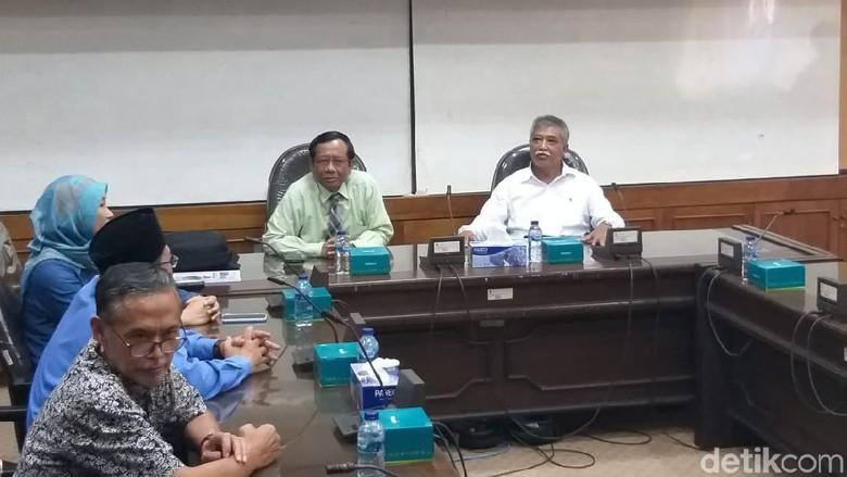 Izin Jarang Ngajar di UII, Mahfud: Dosen Kerjaan Tetap, Menteri Sambilan