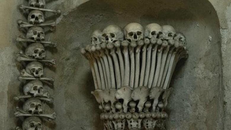 Tulang dan tengkorak manusia di Sedlec Ossuary (Foto: iStock)