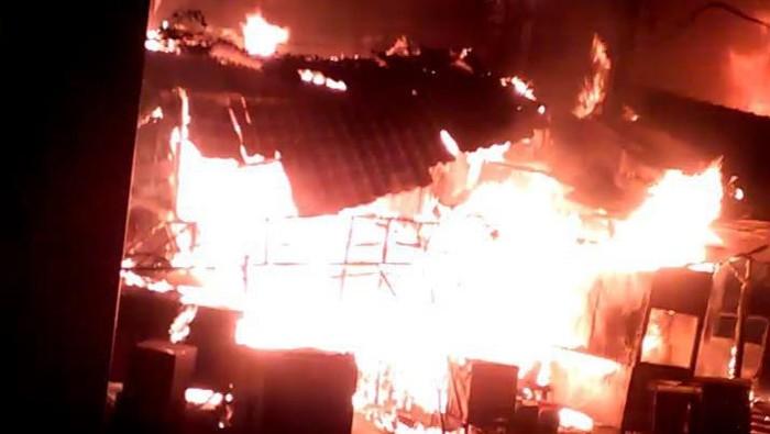 Api yang membakar Pasar Tanah Merah (Foto: Istimewa)