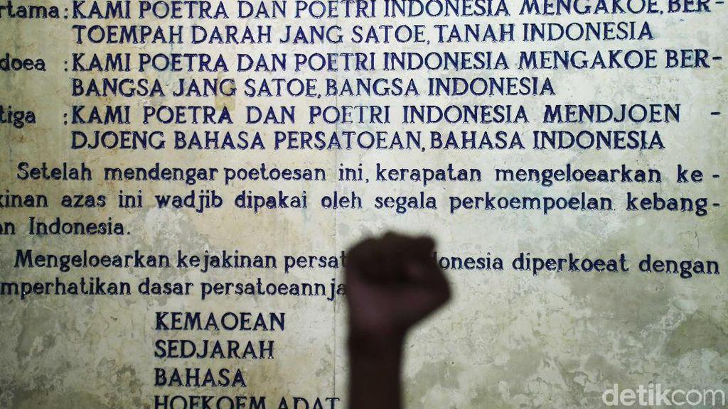 Bahasa Indonesia, Bahasa atau Sekadar Salah Satu Dialek Melayu?