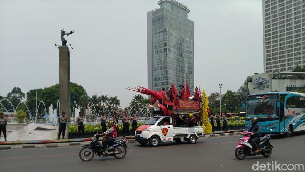 Jelang Demo Mahasiswa, Polisi dan TNI Berjaga di Bundaran HI