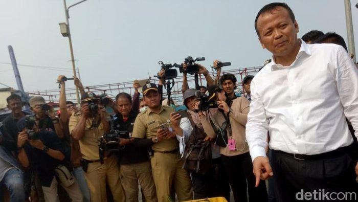 Menteri Kelautan dan Perikanan Edhy Prabowo melakukan kunjungan kerja ke beberapa pusat aktivitas perikanan. Salah satunya pelabuhan perikanan Muara Angke.
