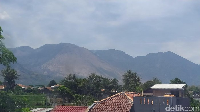 Gunung Guntur di Kabupaten Garut, Jawa Barat. (Foto: Hakim Ghani/detikcom)
