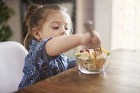 Makanan Bayi Bisa Tercemar Logam, Ini 6 Tips Menghindarinya