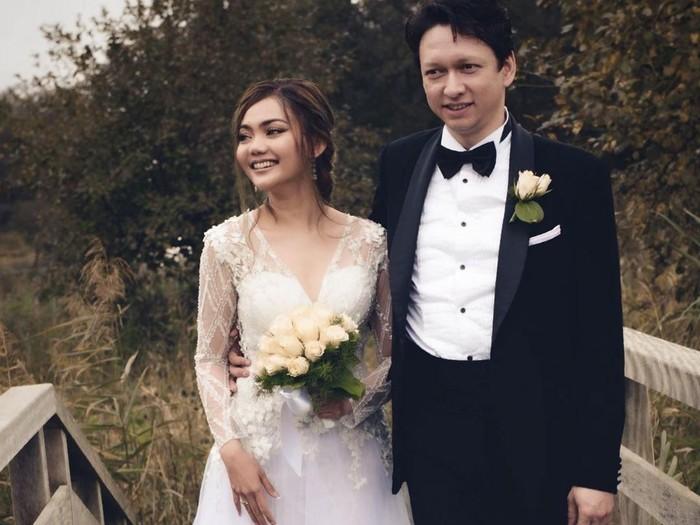 Penampilan Rina Nose saat menikah. Foto: Instagram @rinanose16