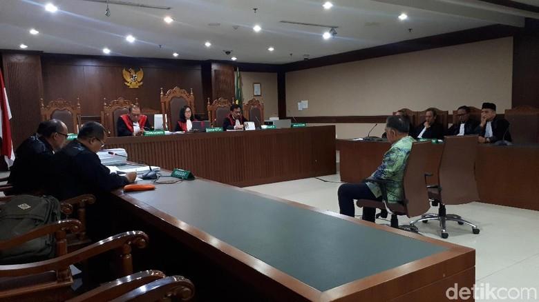 Dua Penyuap Eks Bupati Lampung Tengah Dituntut 2,5 Tahun Penjara