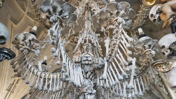 Tulang-tulang menghiasi penjuru gereja ini (iStock)