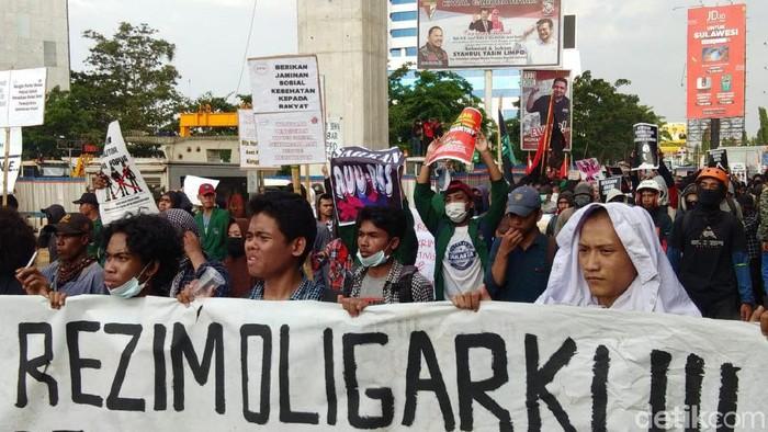 Demo mahasiswa di Makassar, Senin (28/10)- (Hermawan-detikcom)