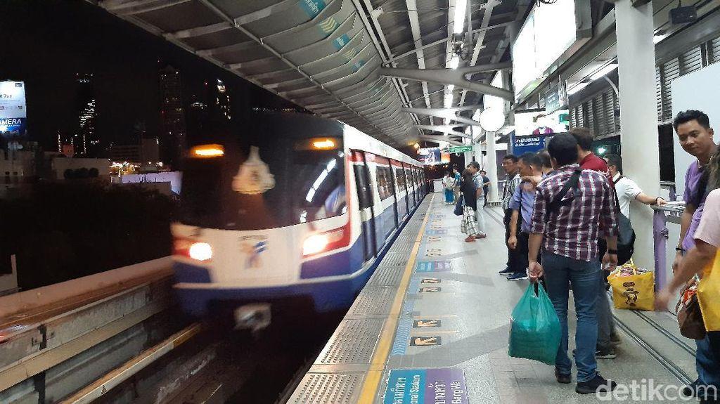 Wira-wiri Naik Kereta Layang Bangkok, Bagaimana Rasanya?