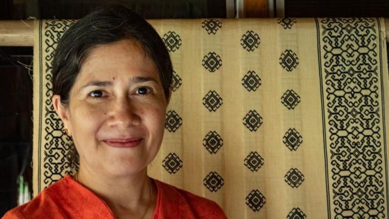 Chandra Prijosusilo, dari Psikologi, Aktivis Sampai Memberdayakan Tenun Tradisional