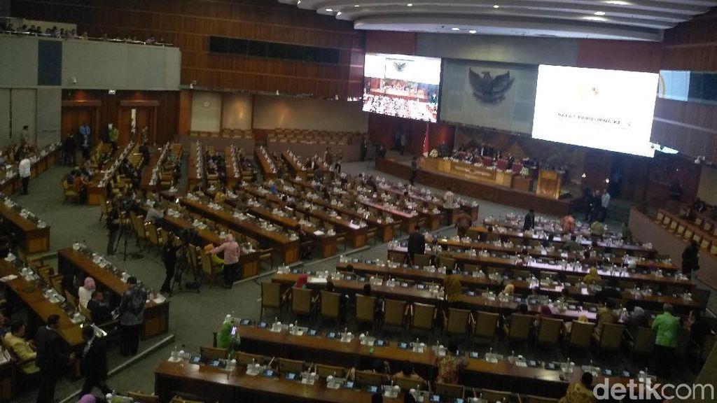 Paripurna Penetapan AKD DPR Dihadiri 362 Anggota Dewan