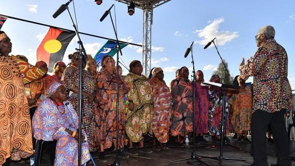 Penutupan ini juga bertepatan dengan 34 tahun penyerahan Bukit Uluru dari pemerintah ke Suku Aborigin. (Saeed Khan/AFP)