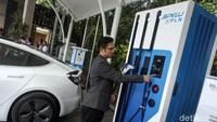 RI Genjot Mobil Listrik, Infrastruktur di Luar Jawa Siap?