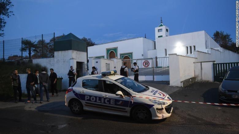 Serangan ke Masjid Prancis Lukai 2 Orang, Pelakunya Seorang Kakek 84 Tahun