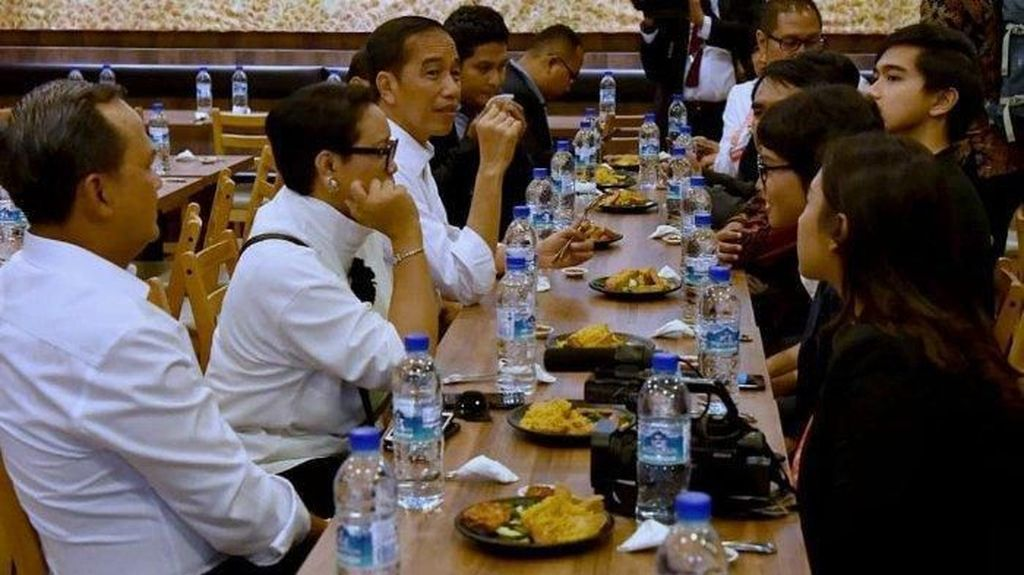 Jokowi hingga AHY, Momen Seru Para Politisi Saat Makan Bebek