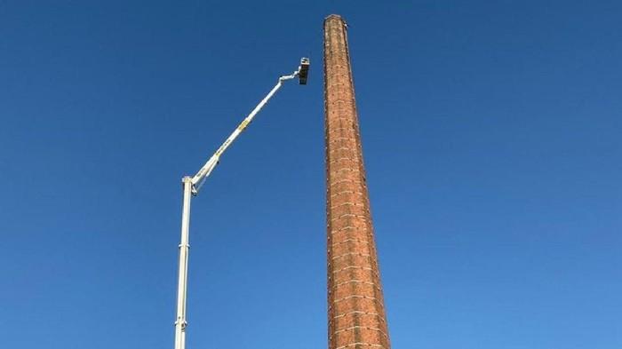 Pria Inggris tewas usai terjebak di atas cerobong asap setinggi 88 meter (Cumbria Police via news.sky.com)
