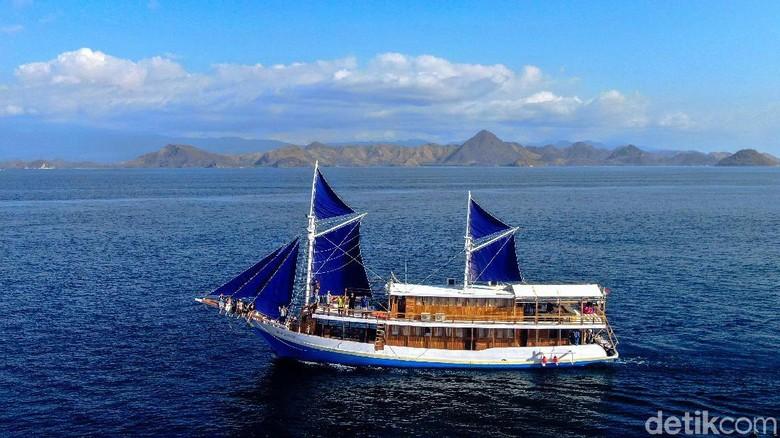 Kapal pesiar klasik di Labuan Bajo (Foto: Sunandi Mimo/detikcom)