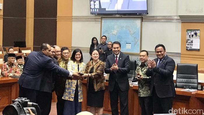 DPR RI menetapkan susunan formasi pimpinan Komisi I. (Zhacky/detikcom)