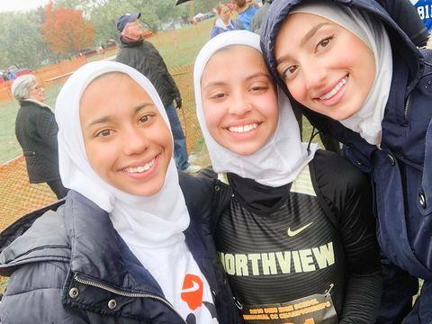 Remaja SMA Ini Didiskualifikasi dari Lomba Lari karena Pakai Hijab