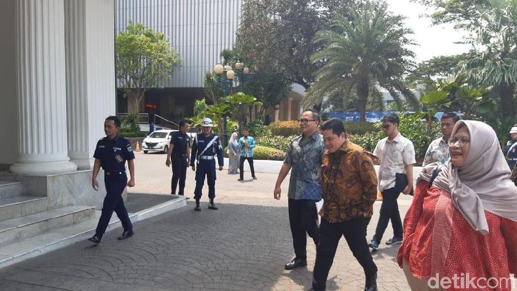 Jalan Kaki, Erick Thohir Sambangi Kantor Anies Baswedan