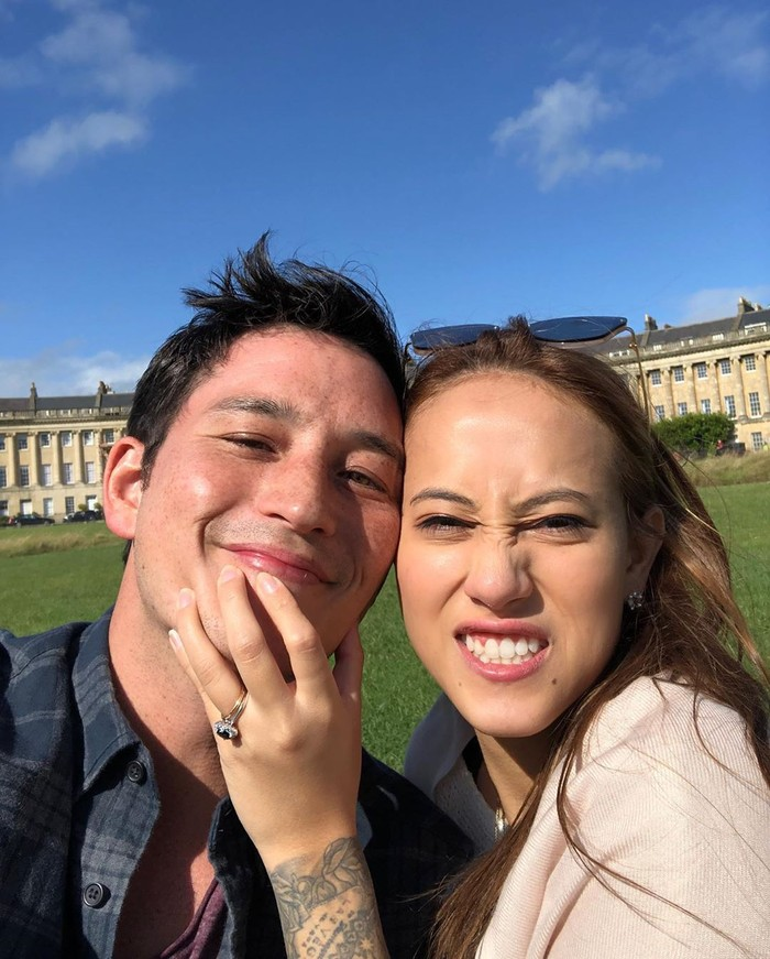 Momen Mike melamar Janisa diabadikan di Instagram. Banyak artis ikut memberi selamat pada keduanya. Terlihat momen lamaran begitu manis karena keduanya sedang liburan di Eropa. Foto: Instagram